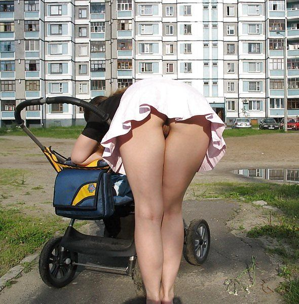 Upskirts bajo la falda chica de prepa con mallones blancos - 3 part 1