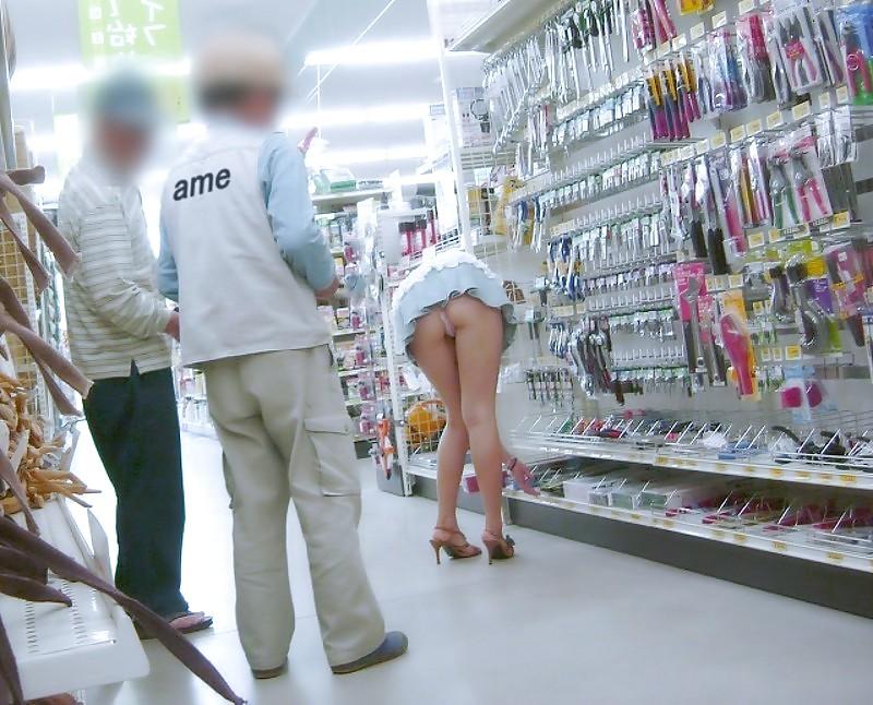 Видео засвет трусов в супермаркете, домашняя мастурбация видео вконтакте